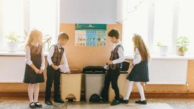 Pe fiecare nivel al şcolii, elevii vor avea la dispoziţie tomberoane pentru colectarea selectivă